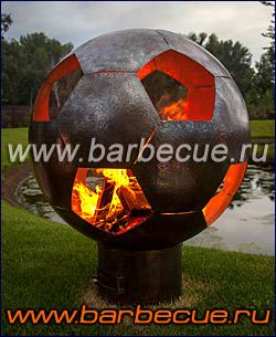 Лучший подарок футбольному болельщику - кованая костровая чаша в форме футбольного мяча.